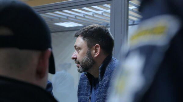 Руководитель портала РИА Новости Украина Кирилл Вышинский в Подольском районном суде Киева. 7 мая 2019