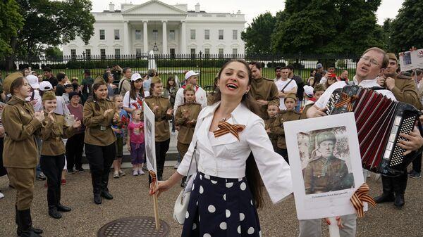 Участники акции Бессмертный полк перед началом шествия по улицам Вашингтона