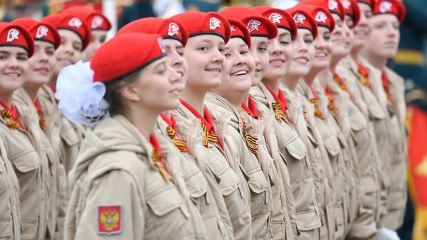 Парадный расчет Всероссийского детско-юношеского военно-патриотического общественного движения Юнармия на военном параде на Красной площади, посвящённом 74-й годовщине Победы в Великой Отечественной войне