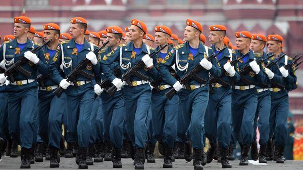 Курсанты Академии гражданской защиты МЧС РФ на военном параде на Красной площади, посвящённом 74-й годовщине Победы в Великой Отечественной войне