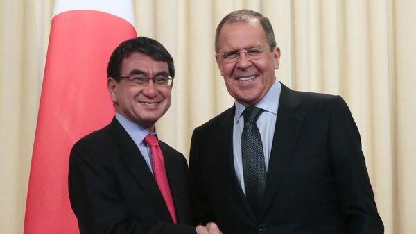 Министр иностранных дел России Сергей Лавров и министр иностранных дел Японии Таро Коно