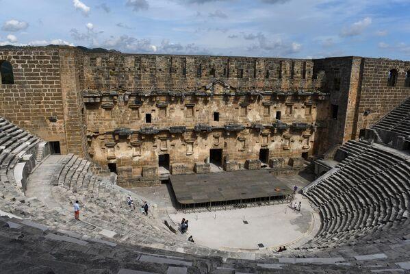 Вид на античный театр в городе Аспендос