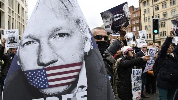 Акция сторонников основателя WikiLeaks Джулиана Ассанжа в Лондоне. Архивное фото