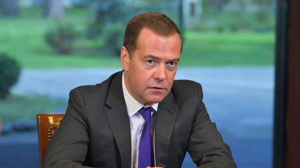 Председатель правительства РФ Дмитрий Медведев проводит встречу с представителями экспертного сообщества по вопросам социально-экономического развития