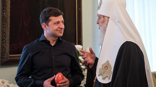 Избранный президент Украины Владимир Зеленский во время встречи с Патриархом Филаретом в Киеве