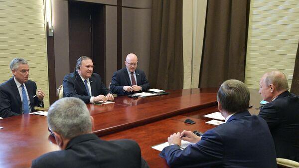 Президент РФ В. Путин встретился в Сочи с госсекретарем США М. Помпео и главой МИД РФ С. Лавровым