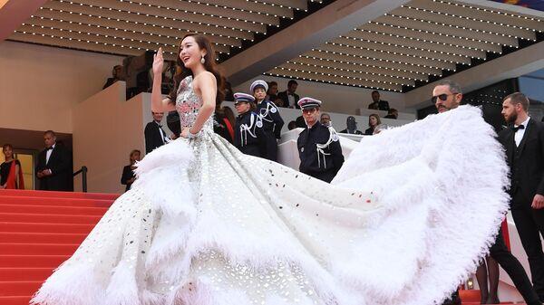 Американская актриса Джессика Чон на красной дорожке церемонии открытия 72-го Каннского международного кинофестиваля