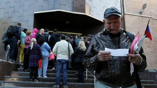 Как жители республик Донбасса получают гражданство России