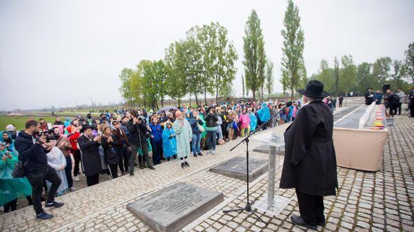 Участники Марша жизни в музее Аушвиц-Биркенау в Польше