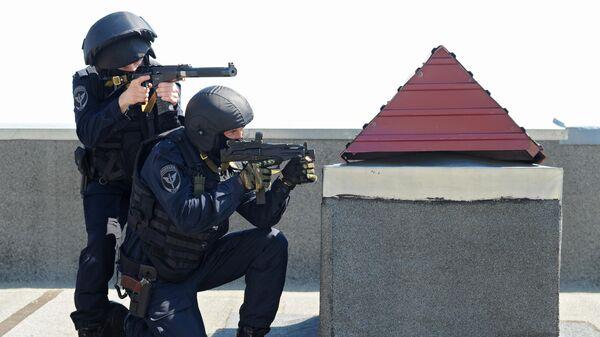 Сотрудники Управления федеральной службы войск национальной гвардии РФ