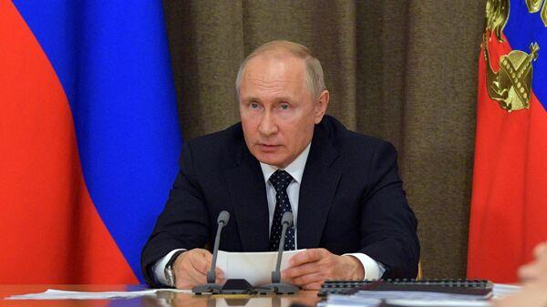 Владимир Путин проводит совещание по вопросам военной авиации. 15 мая 2019