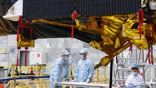 Космический аппарат Спектр-РГ перед отправкой на Байконур