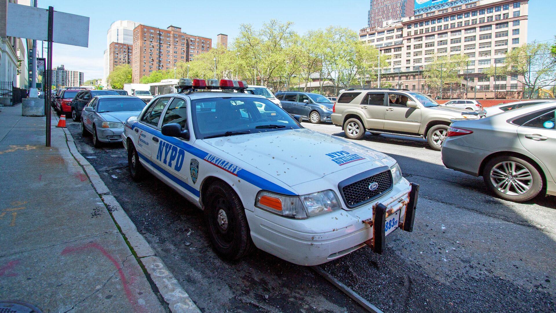 Машина полиции на одной из улиц Нью-Йорка - РИА Новости, 1920, 09.05.2021