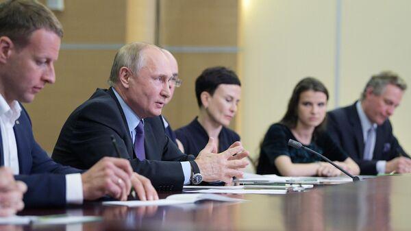"""Путин пообещал избегать """"излишней бюрократии"""" при открытии научных центров"""