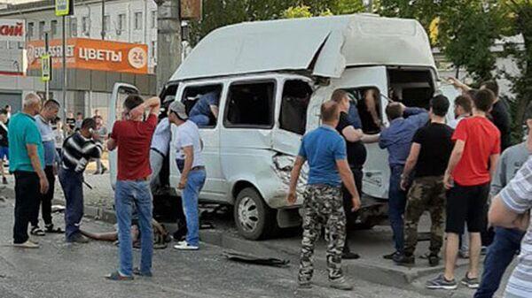 На месте ДТП с участием маршрутного такси в Волгограде. 17 мая 2019