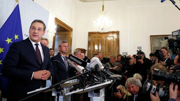 Хайнц-Кристиан Штрахе на пресс-конференций в Вене