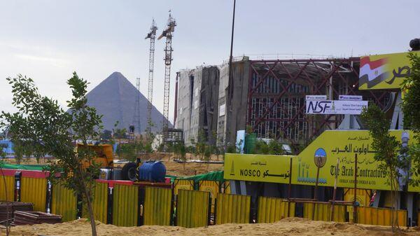 Строительство Большого египетского музея в районе комплекса пирамид Гизы в пригороде Каира