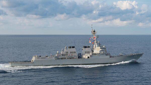 Эсминец класса Arleigh Burke USS Preble (DDG 88) в Индийском океане