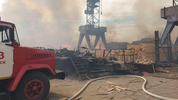 В Томской области локализовали пожар на пилораме