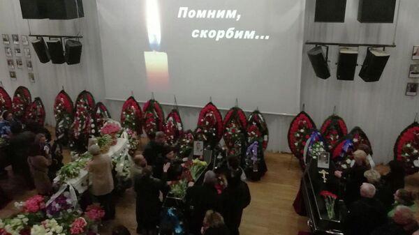 Прощание с погибшими в авиакатастрофе SSJ в Шереметьево в Мурманске. 21 мая 2019