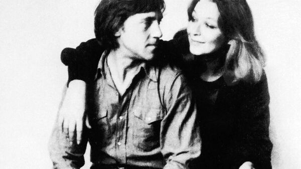 Владимир Высоцкий с женой Мариной Влади во время съемки в фотостудии Валерия Плотнкова в Москве. 14 ноября 1975