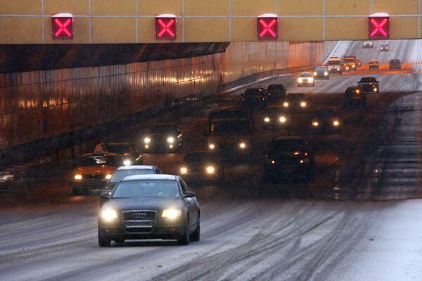 Гололед серьезно осложнил дорожную ситуацию в Москве