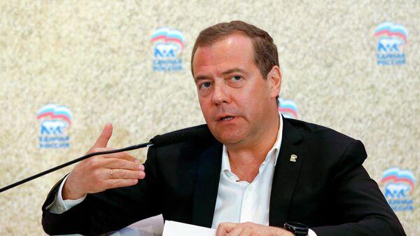 Дмитрий Медведев на пленарном заседании Форума сельских депутатов партии  Единая Россия