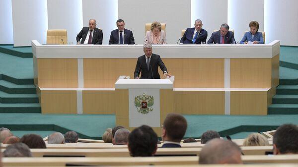 Министр спорта РФ Павел Колобков выступает на заседании Совета Федерации РФ. 22 мая 2019