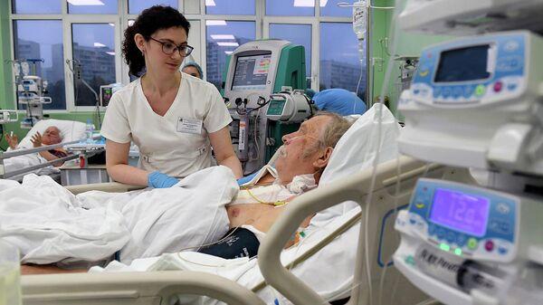Пациент в отделении реанимации и интенсивной терапии