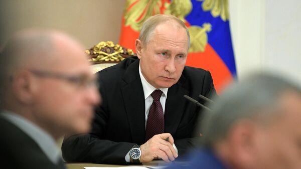 Президент РФ Владимир Путин проводит совещание с членами правительства РФ о мерах социальной поддержки инвалидов
