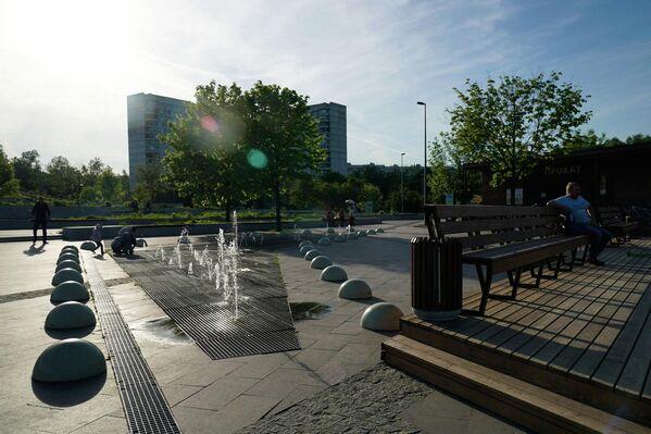 Сухой фонтан в парке Садовники в Москве