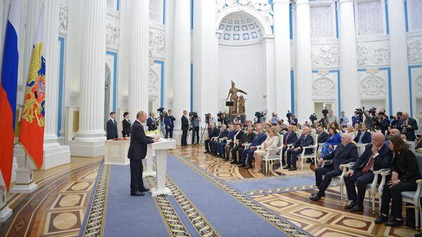 Владимир Путин на церемонии вручения государственных наград в Екатерининском зале Кремля. 23 мая 2019