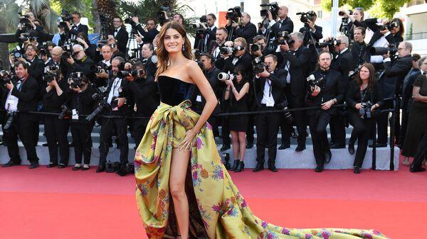 Бразильская модель Изабели Фонтана на красной дорожке премьеры фильма Рокетмен (Rocketman) в рамках 72-го Каннского международного кинофестиваля