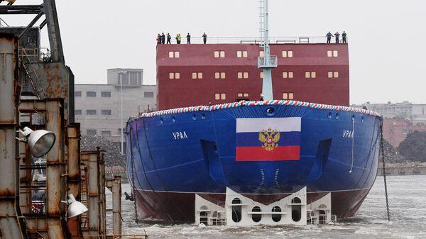 Новый атомный ледокол класса ЛК-60Я (проект 22220) Урал во время церемонии спуска на воду в Санкт-Петербурге. 25 мая 2019