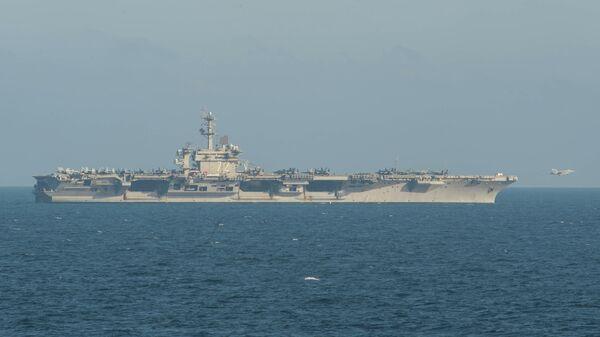 Авианосец класса Nimitz Abraham Lincoln ВМС США в Аравийском море. 21 мая 2019