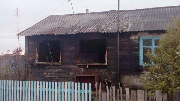 Дом в селе Вторая Петропавловка Венгеровского района Новосибирской области, в котором погибли трое маленьких детей