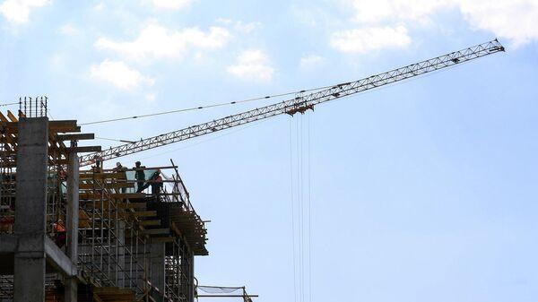 Рабочие во время строительства