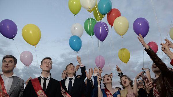 Выпускной без воздушных шаров: в Петербурге запретили массовый запуск