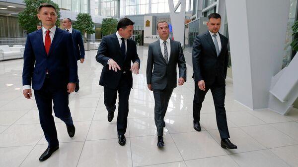 Дмитрий Медведев во время посещения Центра управления регионом в Доме правительства Московской области. 28 мая 2019