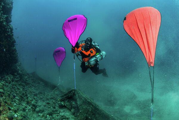 Очистка морского дна греческого полуострова от рыболовных сетей
