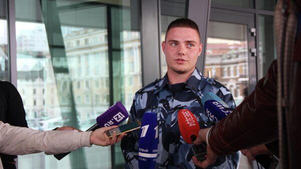 Младший инспектор отдела охраны ИК-29 рядовой внутренней службы Алексей Резниченко, спасший из горящей квартиры двух маленьких девочек в городе Фокино, Приморского края