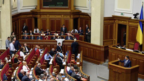 Премьер-министр Украины Владимир Гройсман на заседании Верховной рады Украины. 30 мая 2019