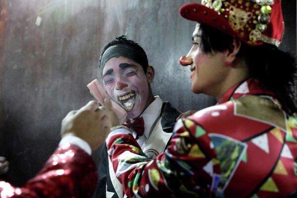 Празднование Дня клоуна в Перу