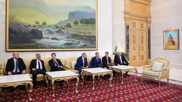 Премьер-министр РФ Дмитрий Медведев принимает участие в заседании Совета глав правительств СНГ