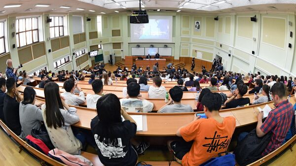 Студенты во время лекции
