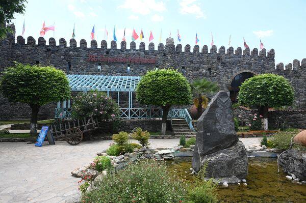 Винный завод Киндзмараули в городе Кварели в Грузии