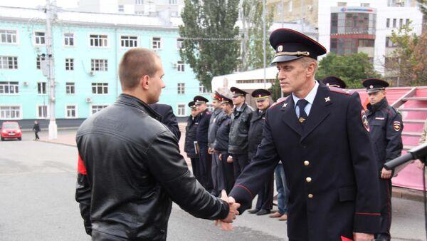 Бывший начальник УМВД России по г. Курску Николай Зайцев (справа)