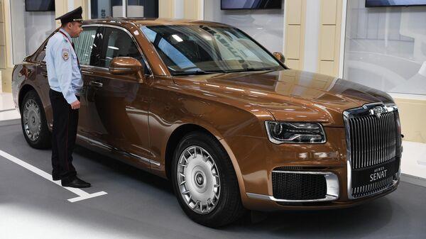 Автомобиль Aurus Senat у конгрессно-выставочного центра Экспофорум накануне открытия Петербургского международного экономического форума 2019