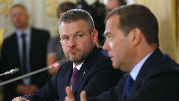 Председатель правительства РФ Дмитрий Медведев и премьер-министр Словакии Петер Пеллегрини во время совместной пресс-конференции. 5 июня 2019