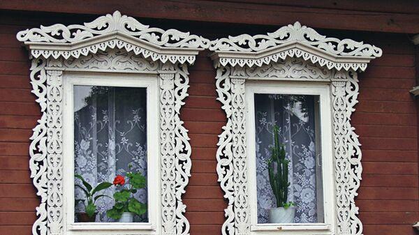 Окна деревянного дома в городе Городце, украшенные художественной резьбой по дереву. XIX в.